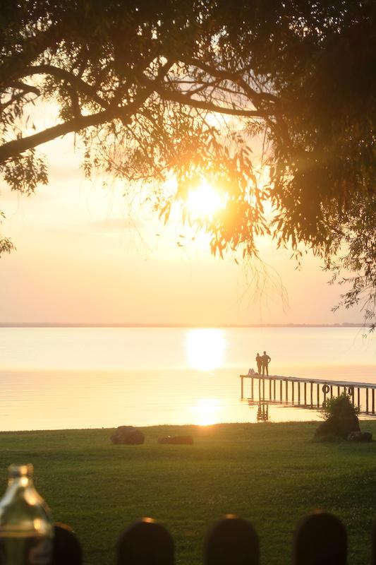 金色の夕焼けと濃紺・ピンクのたそがれ、トラジメーノ湖_f0234936_67343.jpg