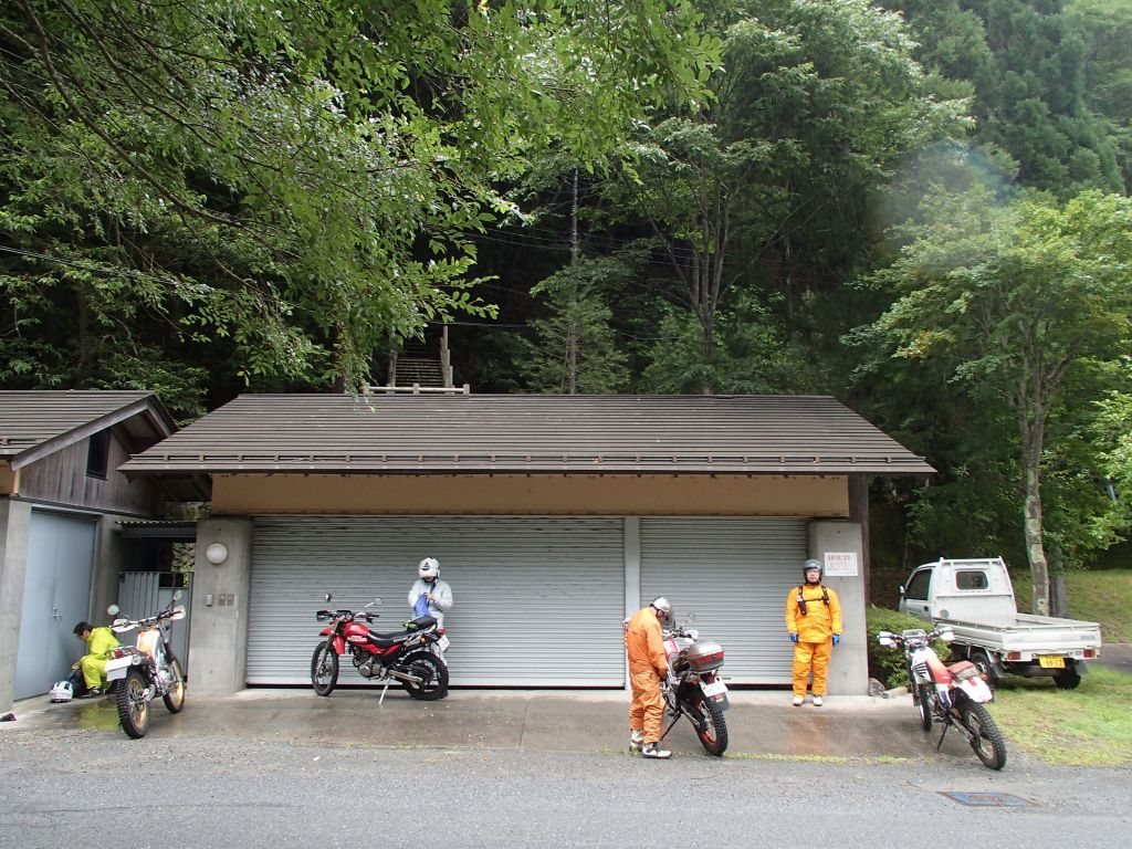 中津川林道~晴れ、のち雨、のち晴れ、のちパンク⁉_f0119755_12040355.jpg