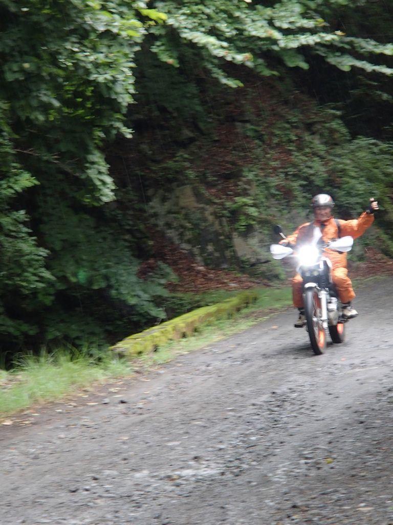 中津川林道~晴れ、のち雨、のち晴れ、のちパンク⁉_f0119755_12040483.jpg