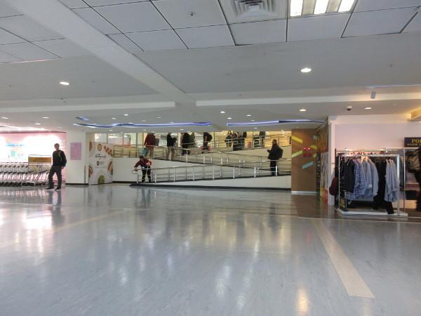 松山空港散策(出国後)_c0152767_09530828.jpg