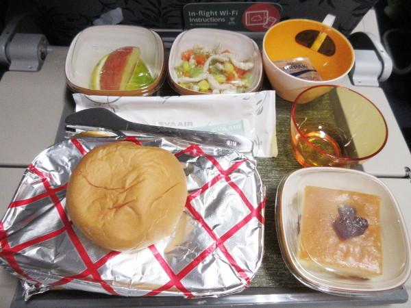EVA Air 松山→羽田の機内食_c0152767_10363130.jpg