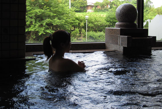 榊原温泉の生湯は自慢の「ぬる湯」_b0145296_18320892.jpg