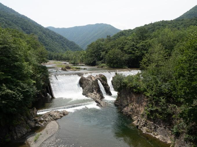 """""""エゾニュウ""""の群落を通って・・涼しげな「ピョウタンの滝」へ_f0276498_23491214.jpg"""