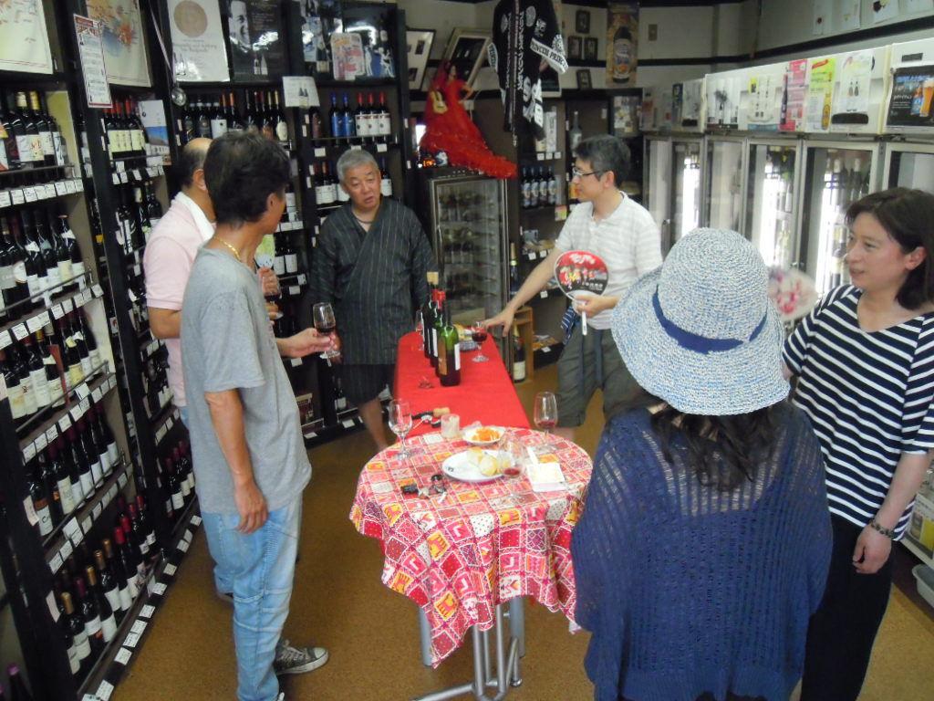 暑い中でのワイン会はやっぱり冷えた白が人気ですね!_f0055803_14590937.jpg