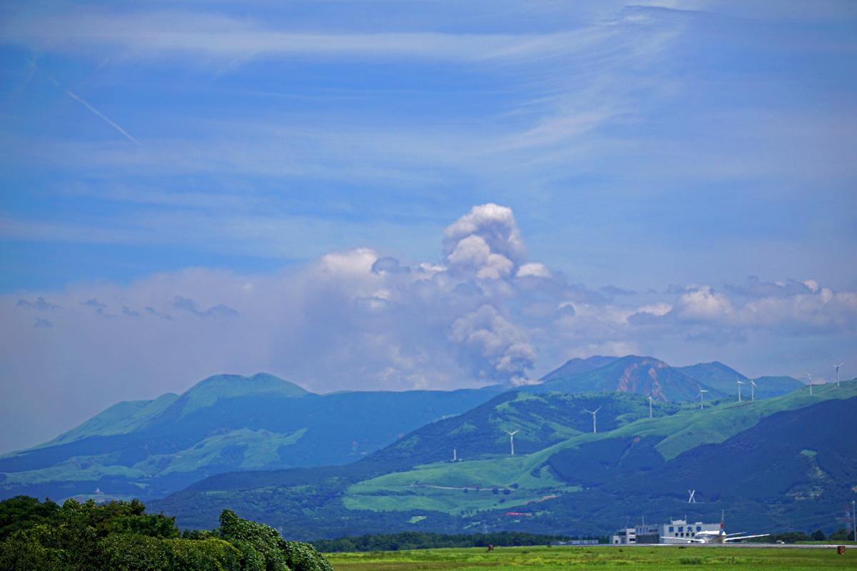 昨日の阿蘇熊本飛行場。_b0044115_07312888.jpg