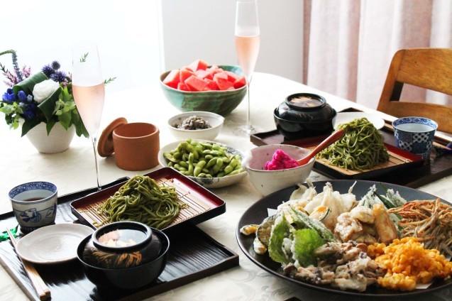 濃い茶そばと天ぷら_d0377645_17322803.jpg