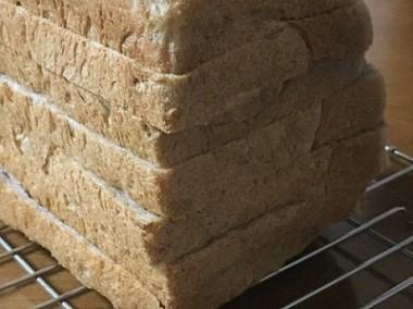 昨日の角食パンでハムタマサンド_f0231189_22232772.jpg