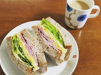 昨日の角食パンでハムタマサンド_f0231189_22235248.jpg