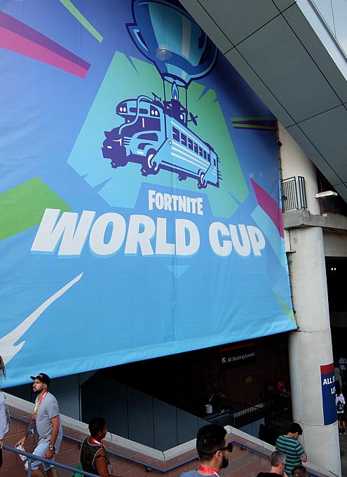 フォートナイト・ワールドカップの野外アトラクションの様子_b0007805_20594214.jpg