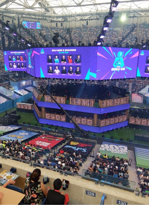 Fortnite World Cup 2019観戦記(1)巨大スクリーンとステージ_b0007805_22332663.jpg