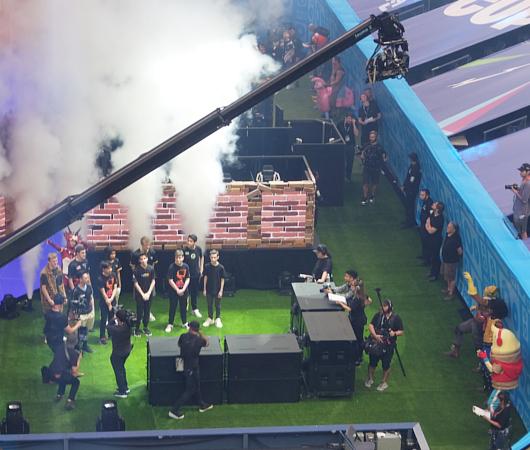 Fortnite World Cup 2019観戦記(1)巨大スクリーンとステージ_b0007805_22521461.jpg
