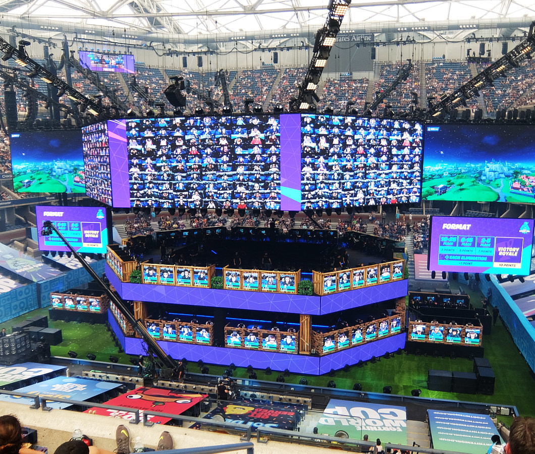 Fortnite World Cup 2019観戦記(1)巨大スクリーンとステージ_b0007805_23120770.jpg