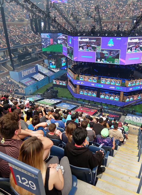 Fortnite World Cup 2019観戦記(1)巨大スクリーンとステージ_b0007805_23195436.jpg