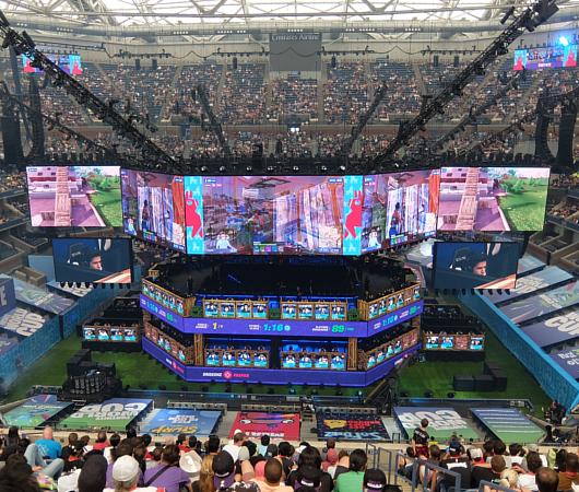 Fortnite World Cup 2019観戦記(1)巨大スクリーンとステージ_b0007805_23225740.jpg