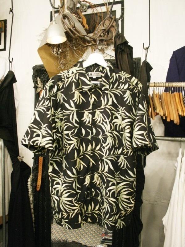 先日はANYのお二人と。 入荷柄シャツ、アロハシャツ、全て黒ベース!!_f0180307_21304662.jpg