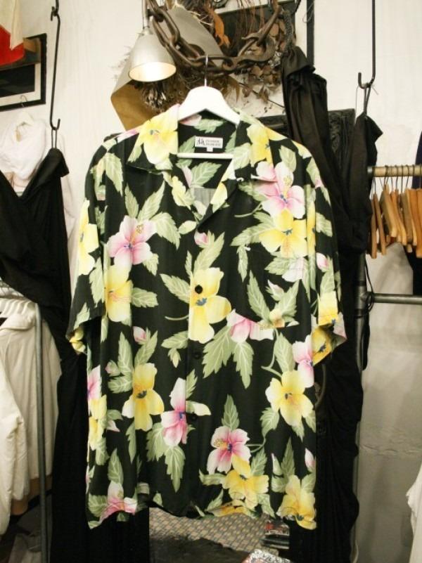 先日はANYのお二人と。 入荷柄シャツ、アロハシャツ、全て黒ベース!!_f0180307_21321851.jpg