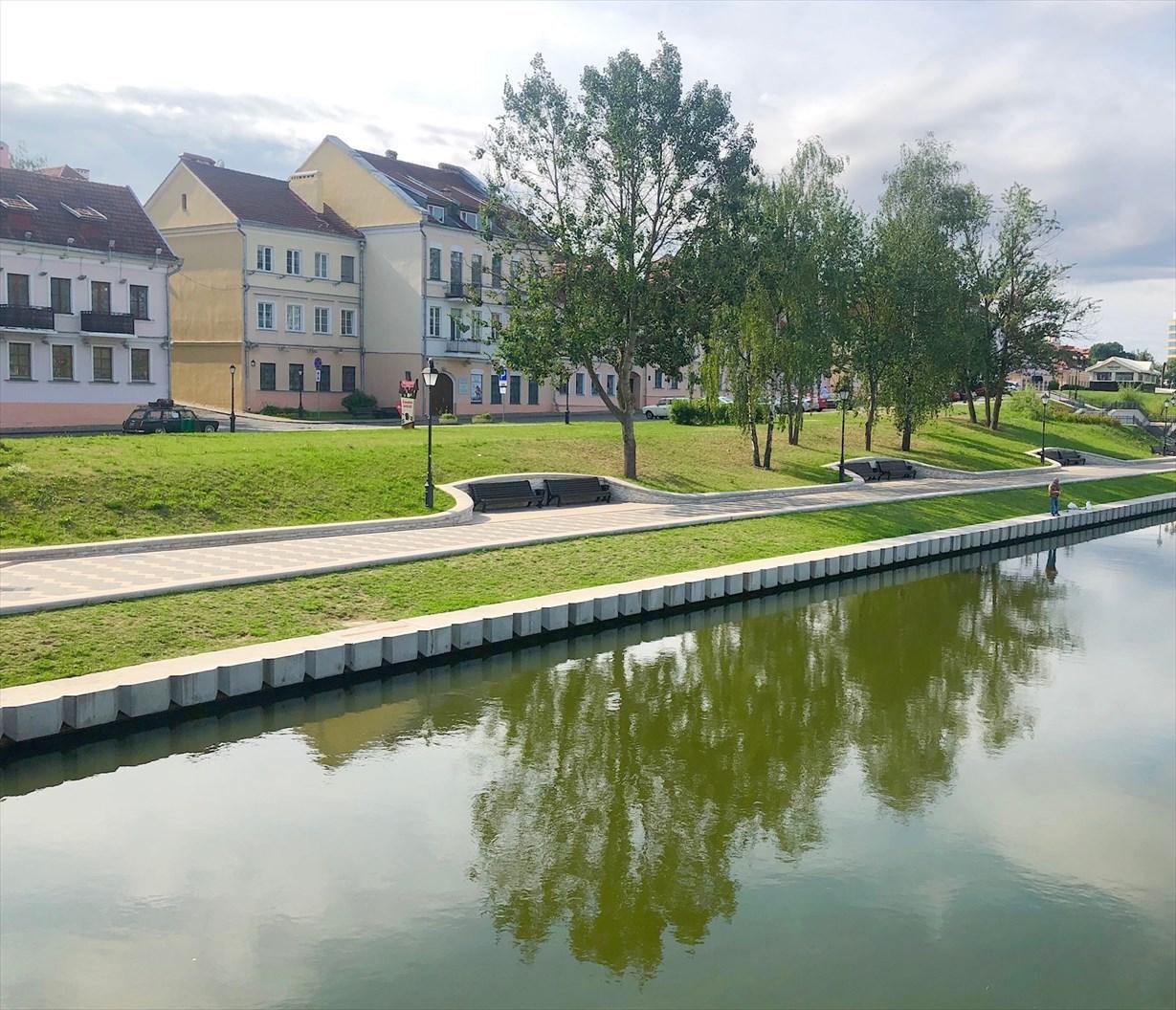 涙の島とトラエツカヤ旧市街地@ミンスク/ベラルーシ_a0092659_18394043.jpg