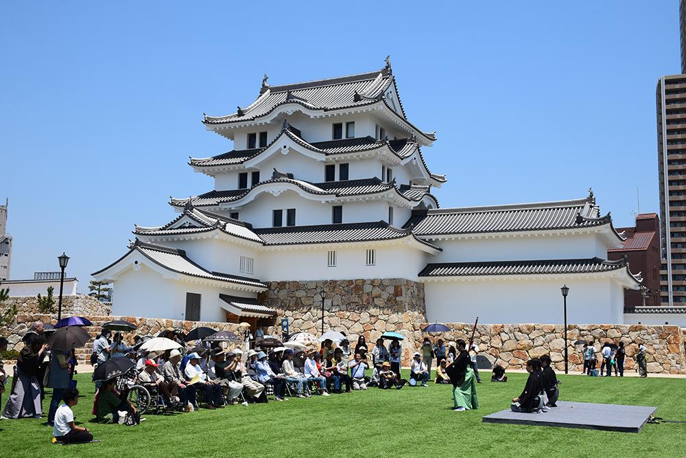 平成最後の築城、145年ぶりに甦った尼崎城天守。_e0158128_11230031.jpg
