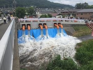 【新聞掲載】洪水対策としての仮設排水ポンプ設備_f0318400_09574726.jpg
