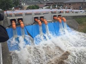 【新聞掲載】洪水対策としての仮設排水ポンプ設備_f0318400_09574753.jpg