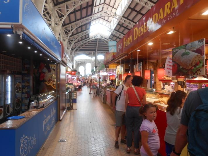 バレンシアで料理する3)なぜこのアパルトマン?市場 前編_a0095931_11281751.jpg