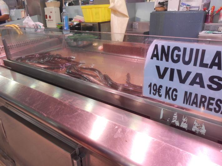 バレンシアで料理する3)なぜこのアパルトマン?市場 前編_a0095931_11451161.jpg