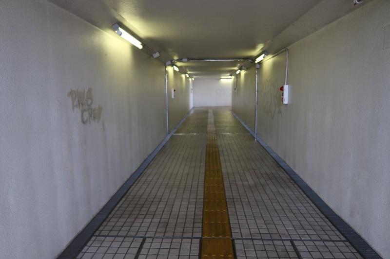 地下道の有効利用_f0076731_15310701.jpg
