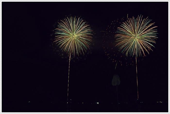 花火の撮影は本当に難しいですね、見る花火から撮る花火、いつになったら上手になるのか。。_b0175688_09132378.jpg