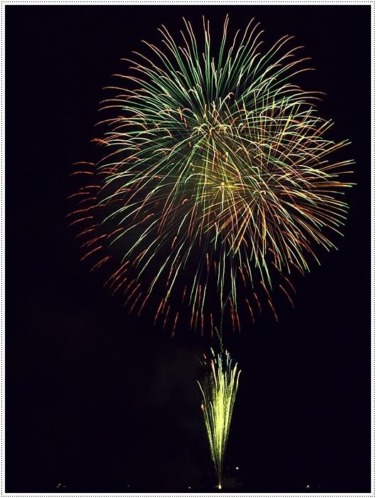 花火の撮影は本当に難しいですね、見る花火から撮る花火、いつになったら上手になるのか。。_b0175688_09145996.jpg