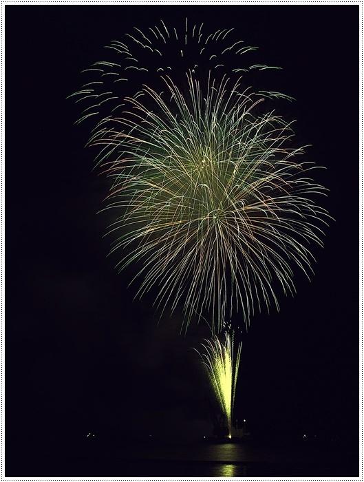 花火の撮影は本当に難しいですね、見る花火から撮る花火、いつになったら上手になるのか。。_b0175688_09150123.jpg