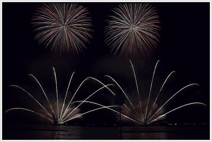 花火の撮影は本当に難しいですね、見る花火から撮る花火、いつになったら上手になるのか。。_b0175688_09160236.jpg