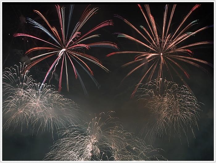花火の撮影は本当に難しいですね、見る花火から撮る花火、いつになったら上手になるのか。。_b0175688_09161994.jpg