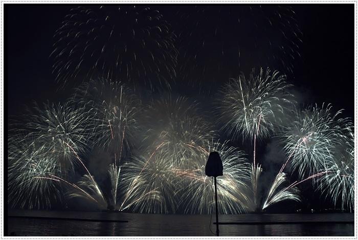 花火の撮影は本当に難しいですね、見る花火から撮る花火、いつになったら上手になるのか。。_b0175688_09162411.jpg