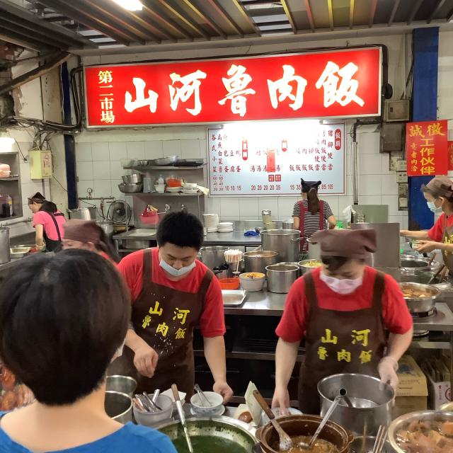 台中第二市場で肉まん、ワンタン、ルーローハンと絶品朝ごはん。しかし暑さで倒れそうだ。_a0334793_21190758.jpg