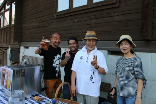 黒田充紀・三佳ご夫妻オーナーのDARAKE農園のビアパーティーに参加_c0075701_20563999.jpg
