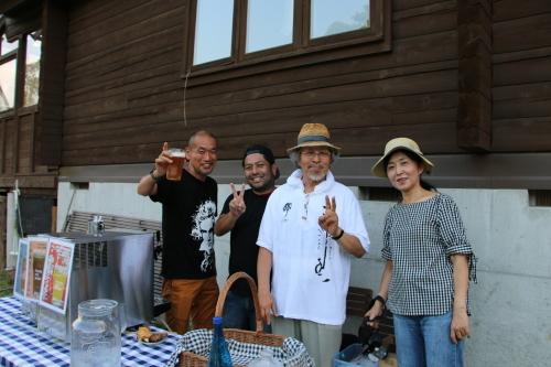 黒田充紀・三佳ご夫妻オーナーのDARAKE農園のビアパーティーに参加_c0075701_20564472.jpg