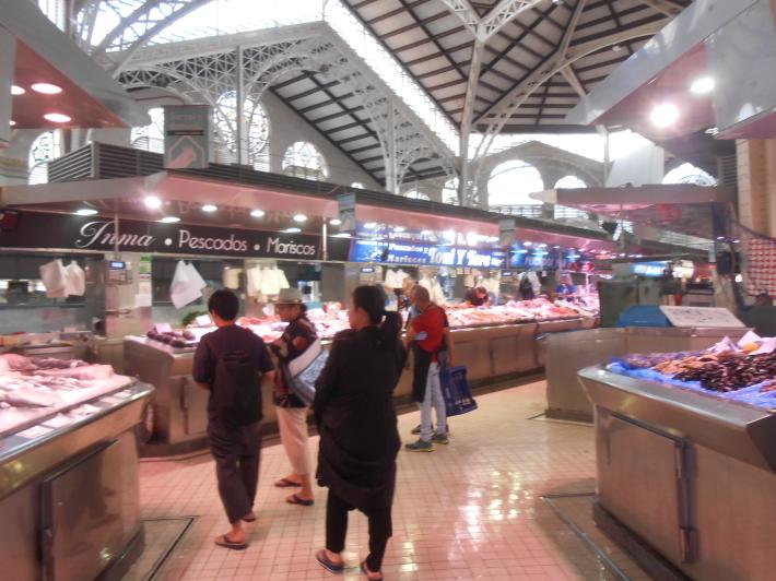 バレンシアで料理する 5)みんなでバレンシア中央市場へ!前編・圧巻のカタツムリ屋さん_a0095931_23463270.jpg