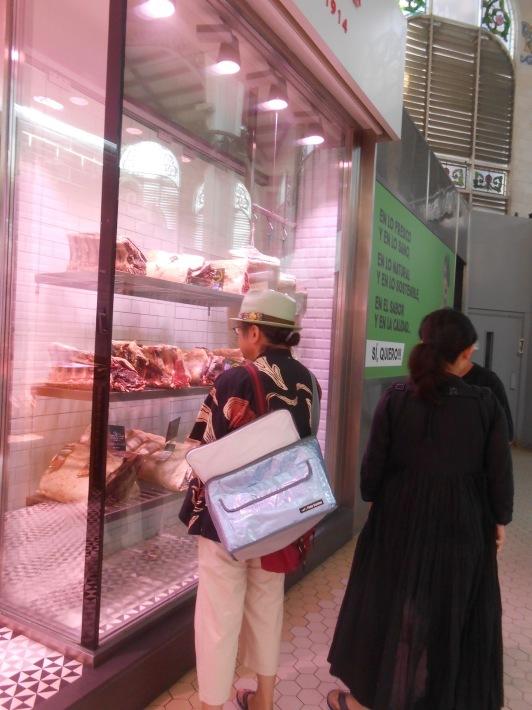 バレンシアで料理する 5)みんなでバレンシア中央市場へ!前編・圧巻のカタツムリ屋さん_a0095931_23473626.jpg