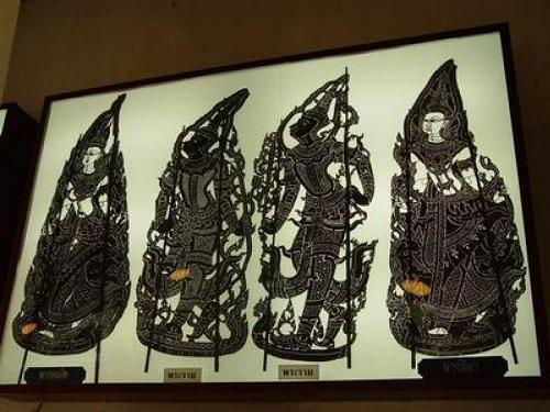 パチュアップ・キリー・カンの影絵の店で容赦ないカオ・ラート・ゲーン_c0030645_17512650.jpg