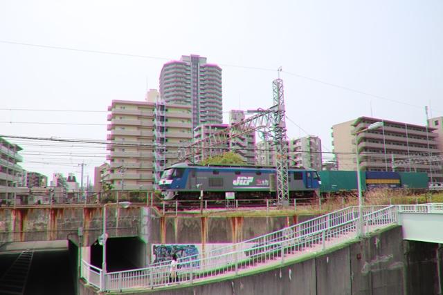 藤田八束の鉄道写真@ここは西宮、東海道本線が町中をはしります・・・瑞風、スーパーはくと、そして貨物列車「桃太郎」がはしる_d0181492_21212790.jpg