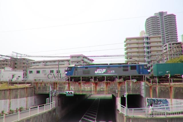 藤田八束の鉄道写真@ここは西宮、東海道本線が町中をはしります・・・瑞風、スーパーはくと、そして貨物列車「桃太郎」がはしる_d0181492_21214773.jpg