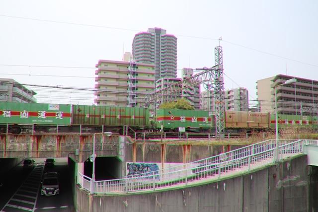 藤田八束の鉄道写真@ここは西宮、東海道本線が町中をはしります・・・瑞風、スーパーはくと、そして貨物列車「桃太郎」がはしる_d0181492_21221585.jpg