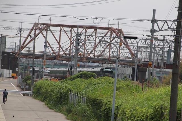 藤田八束の鉄道写真@ここは西宮、東海道本線が町中をはしります・・・瑞風、スーパーはくと、そして貨物列車「桃太郎」がはしる_d0181492_21225017.jpg