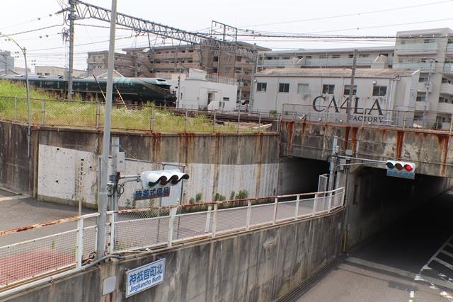 藤田八束の鉄道写真@ここは西宮、東海道本線が町中をはしります・・・瑞風、スーパーはくと、そして貨物列車「桃太郎」がはしる_d0181492_21230260.jpg