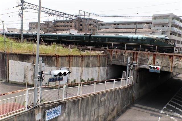 藤田八束の鉄道写真@ここは西宮、東海道本線が町中をはしります・・・瑞風、スーパーはくと、そして貨物列車「桃太郎」がはしる_d0181492_21304646.jpg