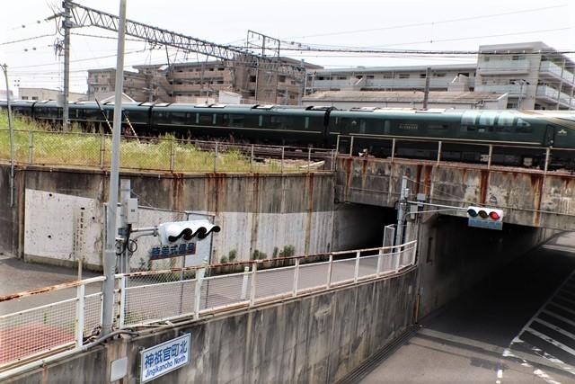 藤田八束の鉄道写真@ここは西宮、東海道本線が町中をはしります・・・瑞風、スーパーはくと、そして貨物列車「桃太郎」がはしる_d0181492_21305514.jpg