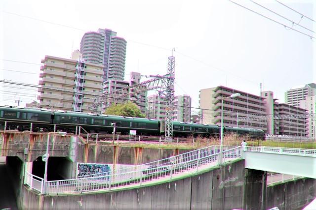 藤田八束の鉄道写真@ここは西宮、東海道本線が町中をはしります・・・瑞風、スーパーはくと、そして貨物列車「桃太郎」がはしる_d0181492_21312501.jpg