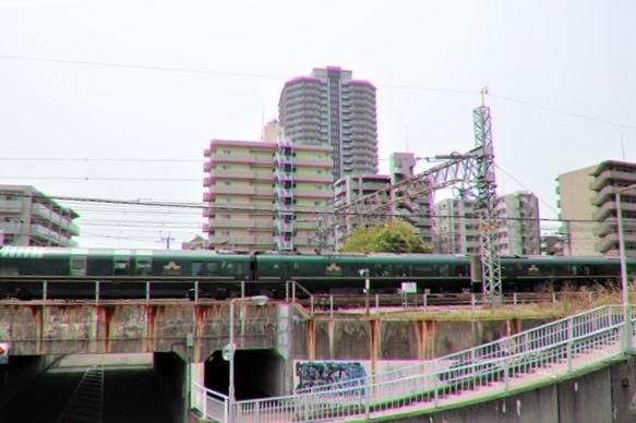 藤田八束の鉄道写真@ここは西宮、東海道本線が町中をはしります・・・瑞風、スーパーはくと、そして貨物列車「桃太郎」がはしる_d0181492_21314308.jpg