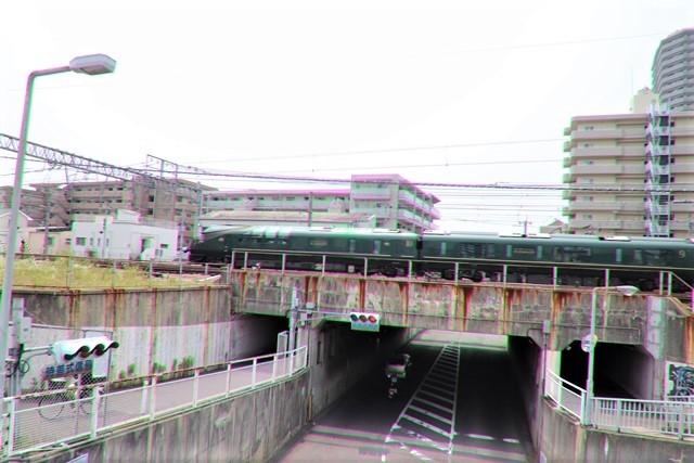藤田八束の鉄道写真@ここは西宮、東海道本線が町中をはしります・・・瑞風、スーパーはくと、そして貨物列車「桃太郎」がはしる_d0181492_21315128.jpg