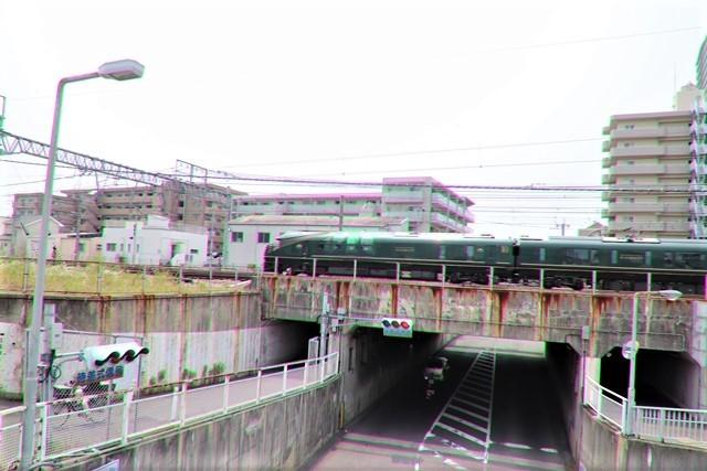 藤田八束の鉄道写真@ここは西宮、東海道本線が町中をはしります・・・瑞風、スーパーはくと、そして貨物列車「桃太郎」がはしる_d0181492_21320032.jpg